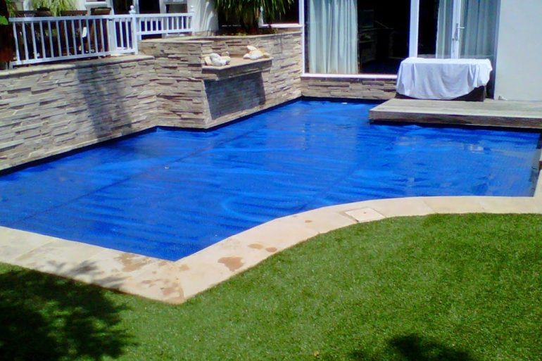 Mantas térmicas para calentar el agua de la piscinas.– INNOVA TOLDO