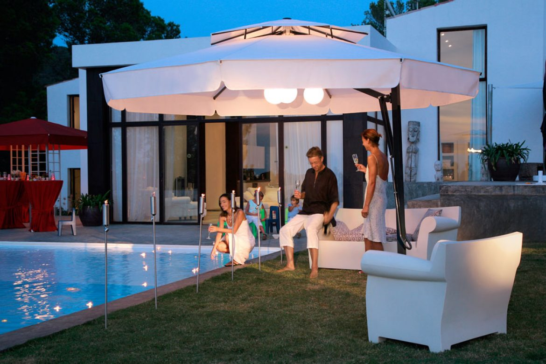 parasol-de-mastil-lateral-belvedere-caravita-octagonal-blanco-con-techo-anti-viento-con-volante-cosido-04