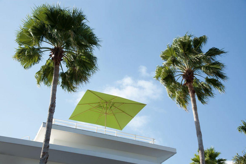 parasol-primus-caravita-cuadrada-verde-en-la-azotea-01