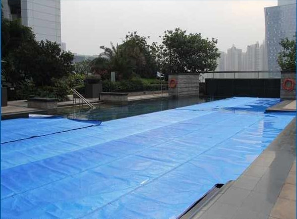 Lona para piscina. Seguridad y protección ecológica.