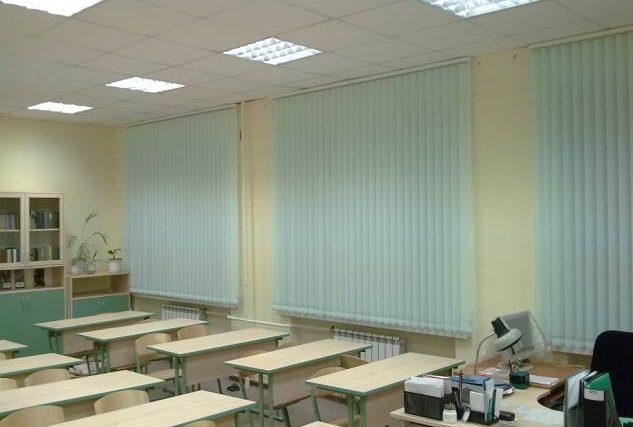 Toldos y cortinas enrollables para centros escolares y guarderías.